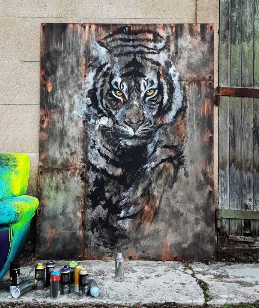 Peinture sur métal de tigre.