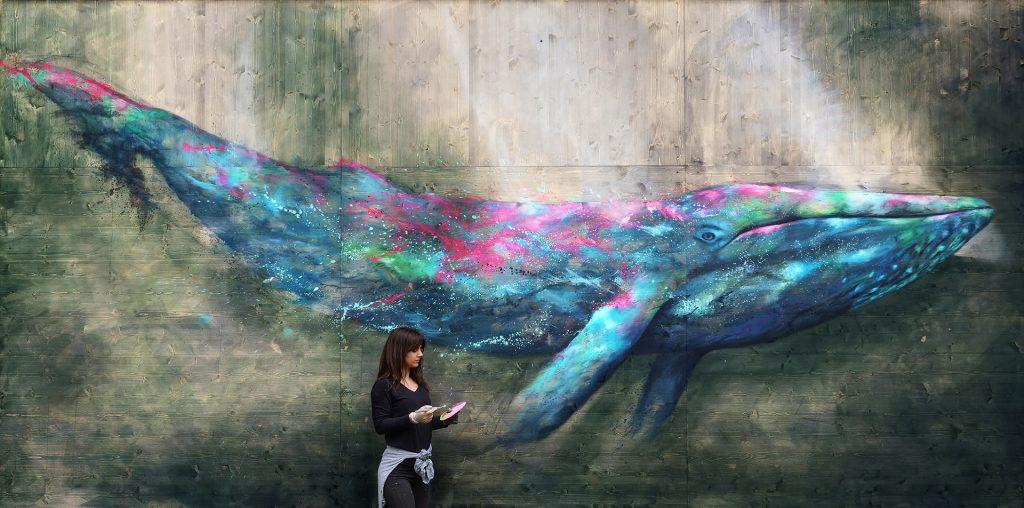 Fresque d'une baleine sur panneau bois 600 x 300 cm.