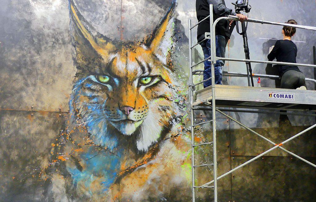 Fresque géante de lynx sur plaque de métal