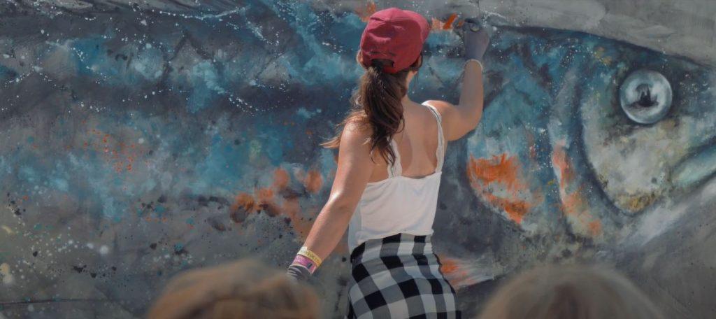 Peinture monumentale d'une sardine par Sandrot